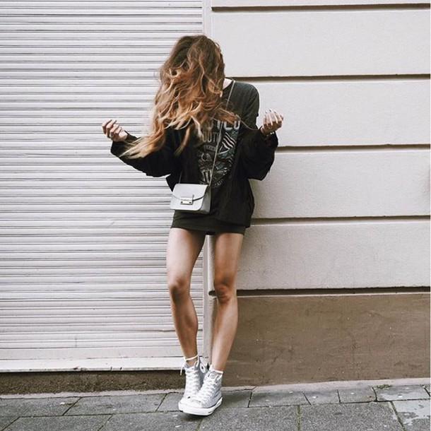 Giày Converse có thể dễ dàng kết hợp ăn ý cùng nhiều kiểu trang phục khác nhau