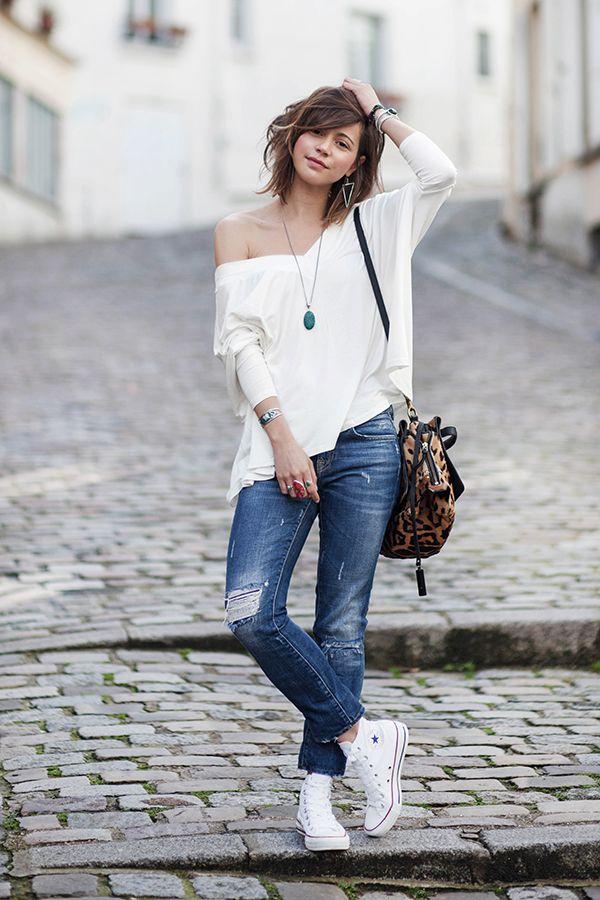 Những chiếc quần Boyfriend jeans là item có thể đi kèm với những đôi converse cao cổ