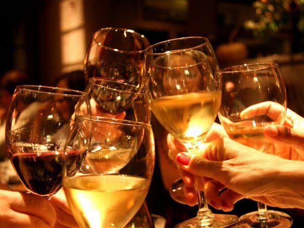 """Không ngờ cách uống rượu """"ngàn chén không say"""" lại đơn giản thế này"""