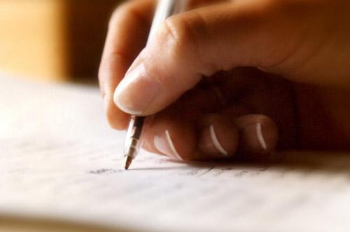 Khi viết thiệp cần thật cẩn thận để tránh những sai sót không đáng có