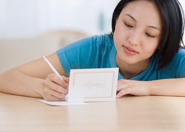 Cần biết cách viết thiệp cưới sao cho thật tinh tế, thể hiện sự hiểu biết, hiếu khách