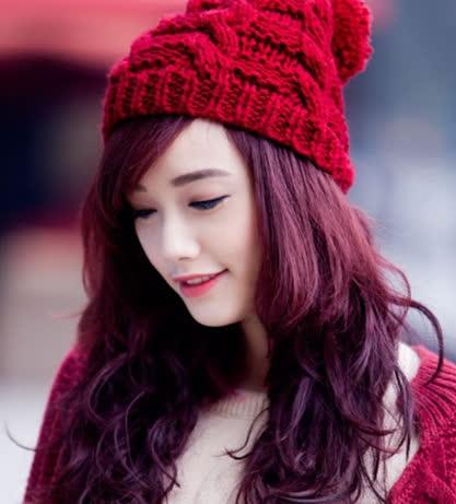 Xu hướng nhuộm tóc màu nâu đỏ ánh tím đẹp vừa lạ lại vừa quen