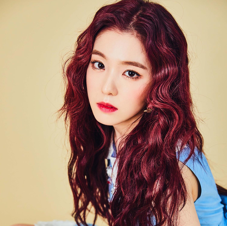 Nhuộm màu đỏ ánh tím với kiểu tóc xoăn, bồng bềnh là lựa chọn  vô cùng dễ thương
