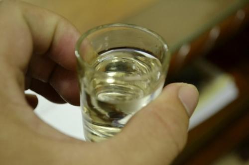 Rượu cây lược vàng không nên uống liên tục vào cơ thể mà uống cách quãng theo chu kỳ