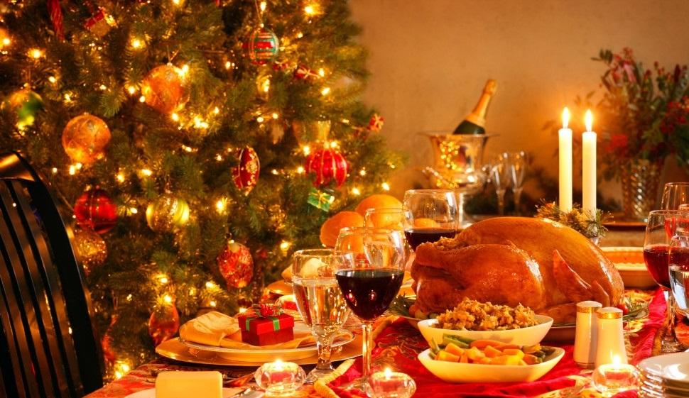 Cứ đến Giáng sinh, người ta lại quây quần bên bàn ăn và thưởng thức bữa tối với gà tây