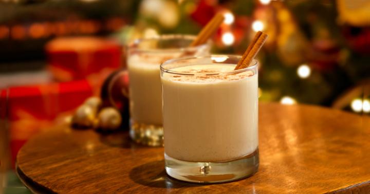 Cocktail trứng Eggnog là một món đồ uống làm từ trứng rất phổ biến trong những ngày Giáng sinh