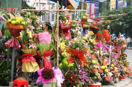 Hoa tươi luôn là món quà được đông đảo phụ huynh và học sinh lựa chọn làm quà tặng thầy cô nhân ngày nhà giáo Việt Nam 20/11
