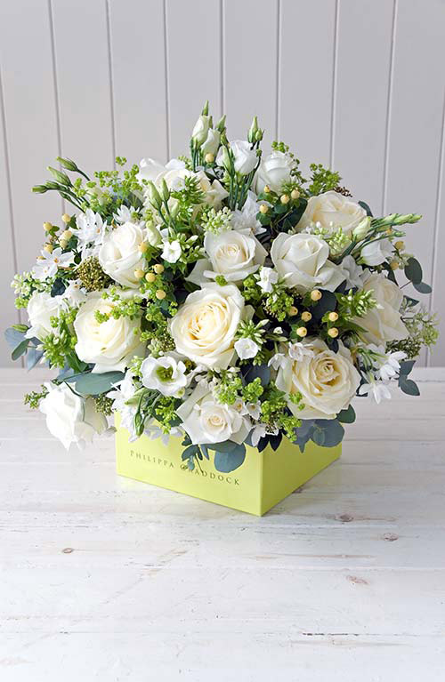 Bó hoa được cắm tròn đều và đẹp mắt