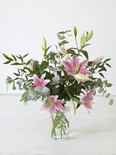 Bình hoa tự cắm là một món quà vô cùng ý nghĩa tỏ lòng biết ơn đến các thầy cô giáo trong ngày lễ 20/11 trọng đại