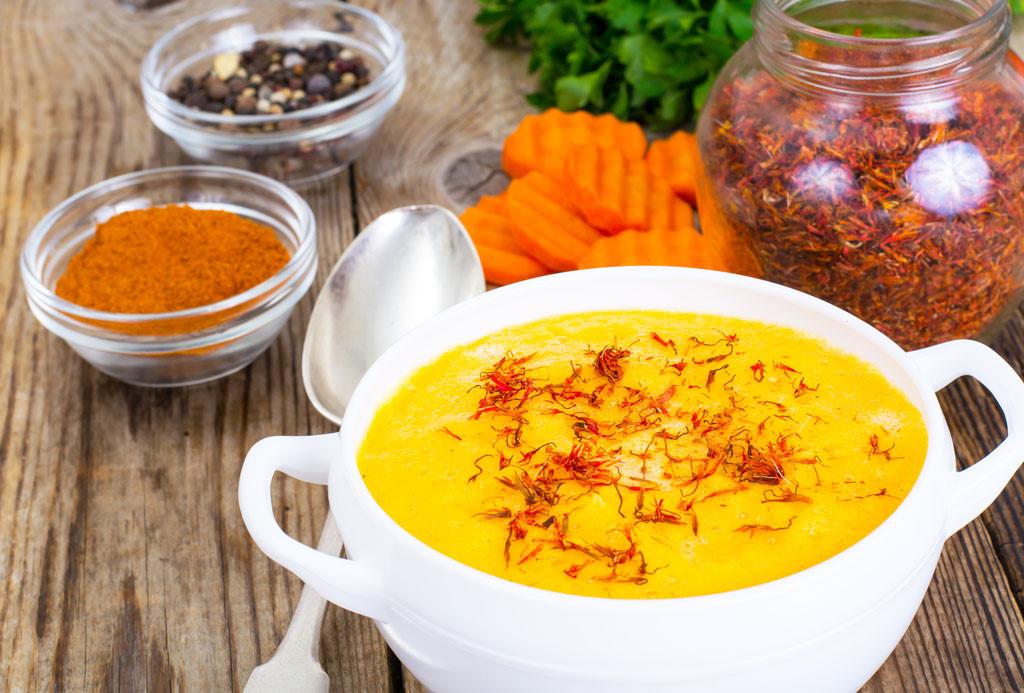 Dùng nhụy hoa nghệ tây giúp tạo nên hương vị và màu sắc đặc biệt cho các món ăn