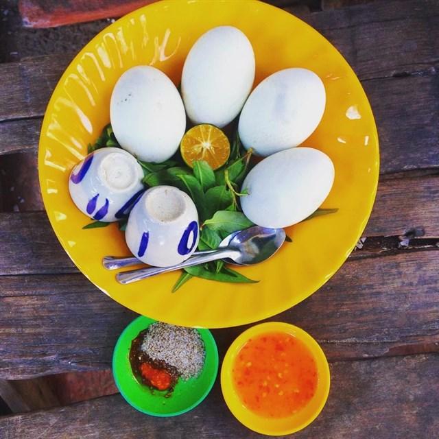 ăn trứng vịt lộn giải đen | Món Miền Trung