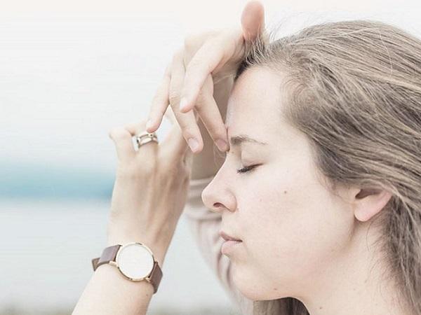 Hướng dẫn cách chữa nghẹt mũi bằng bấm huyệt đơn giản, an toàn tại nhà