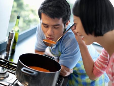 Biết cash khéo léo xử lý sẽ giúp vợ chồng vui vẻ trở lại và tình cảm gia đình thêm gắn kết