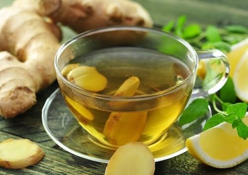 Uống mật ong, nước gừng là cách chữa nhức đầu, chóng mặt, nôn ói do cảm lạnh hiệu quả