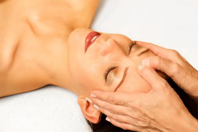 Massage, bấm huyệt giúp chữa trị đau nhức đầu kéo dài