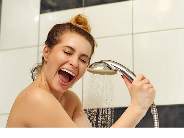 Sản phụ sau sinh bao lâu thì được tắm?