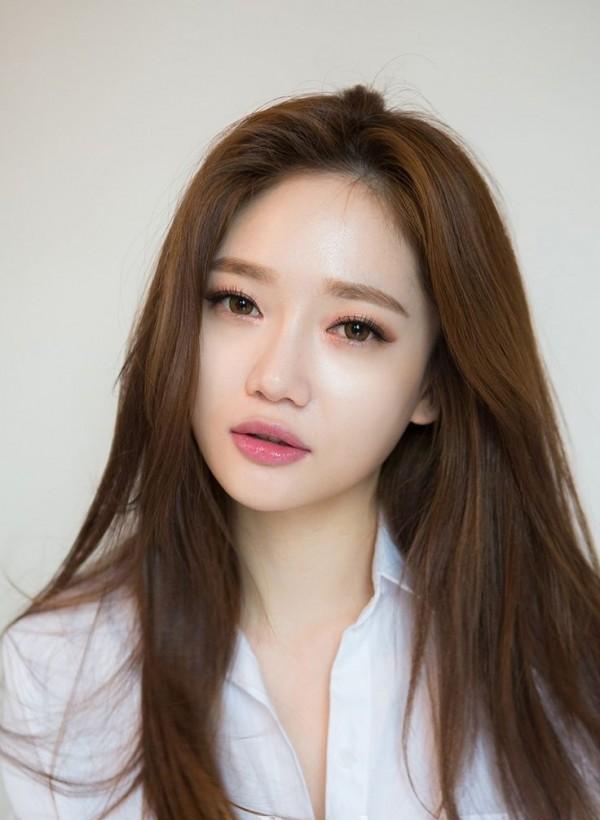 """""""Sốt bần bật"""" với 4 kiểu tóc rẽ ngôi giữa Hàn Quốc đẹp cho nữ 2018 - Ảnh 6"""
