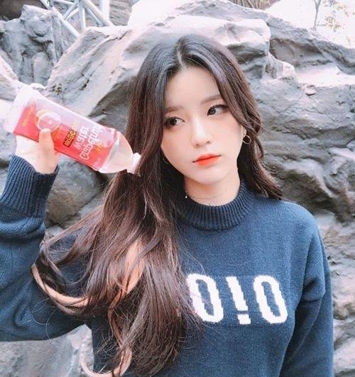 """""""Sốt bần bật"""" với 4 kiểu tóc rẽ ngôi giữa Hàn Quốc đẹp cho nữ 2018 - Ảnh 1"""
