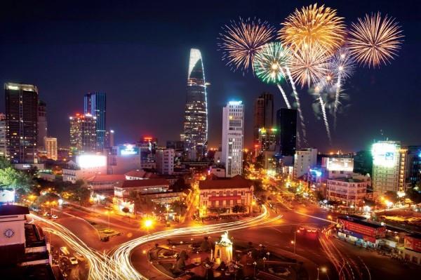Đà Nẵng rực rỡ sắc màu khi đứng trên cầu Rồng xem pháo hoa hay ngắm nhìn toàn cảnh thành phố về đêm