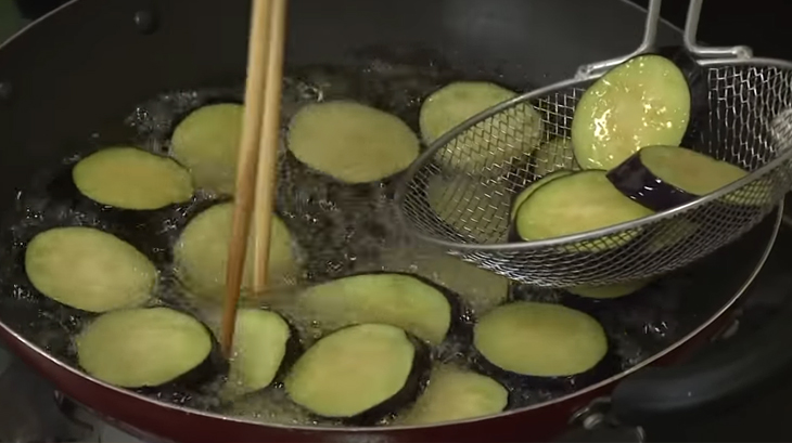 Tổng hợp 5 cách làm cà tím kho đơn giản mà thơm ngon cho bữa ăn gia đình - Ảnh 2