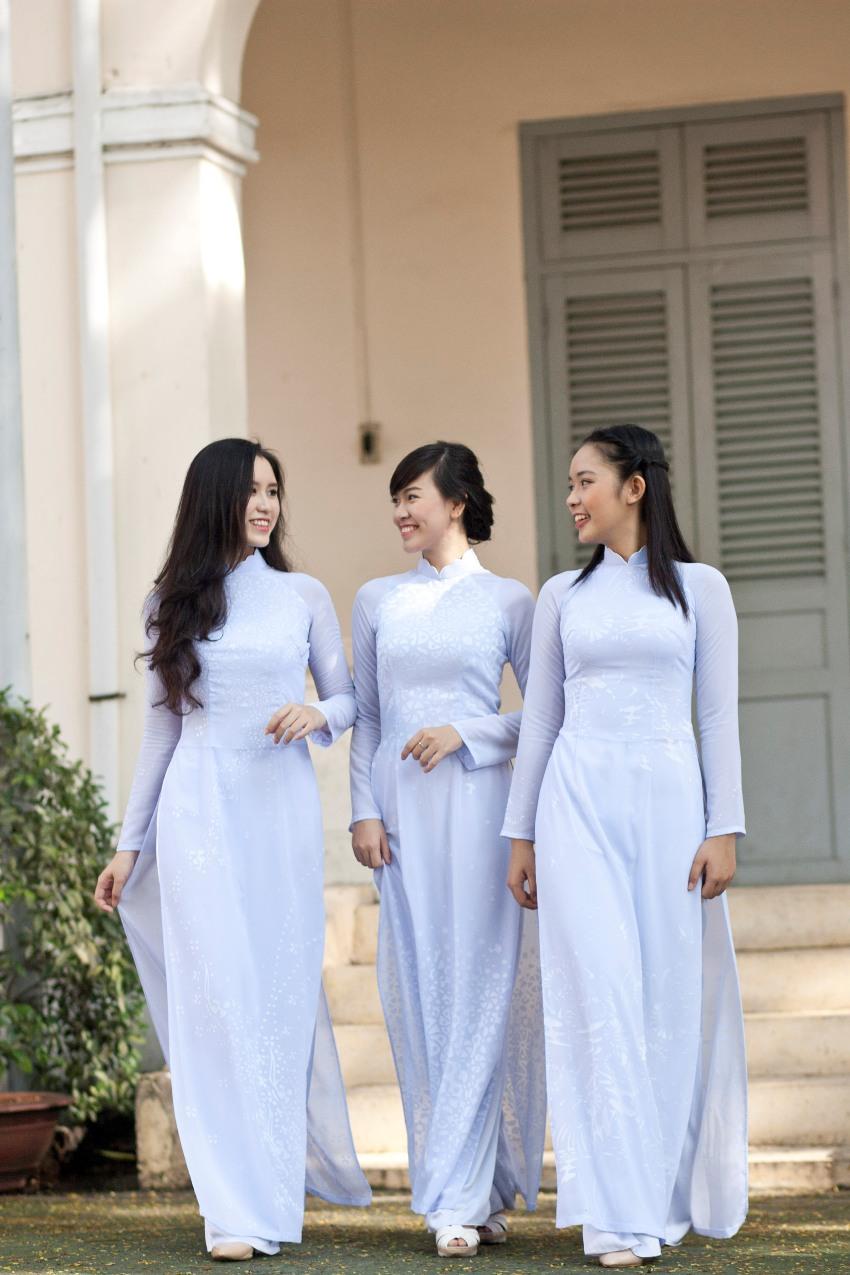 Những tà áo dài trắng phải chọn cho ngày tựu trường - Ga