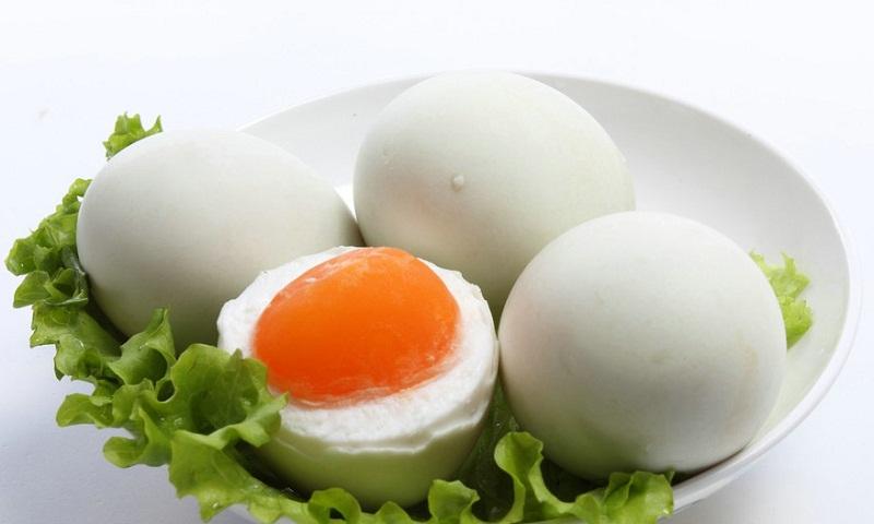 Trứng ngỗng có tác dụng gì đối với sức khỏe mẹ bầu - Ảnh 1
