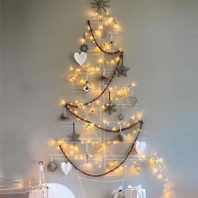 Trang trí cây thông Giáng sinh trên tường