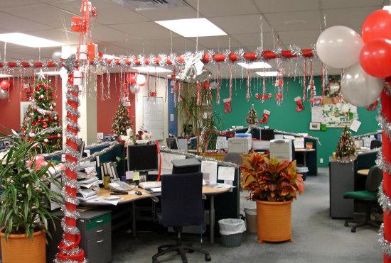 Trang trí để mang không khí Noel đến cho văn phòng làm việc