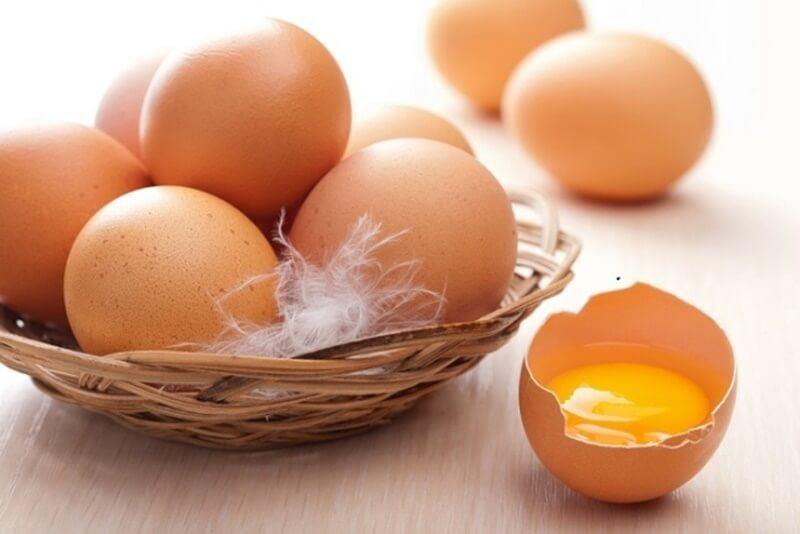 Đắp mặt bằng trứng gà: Hiệu quả đạt được và các nguy cơ xấu