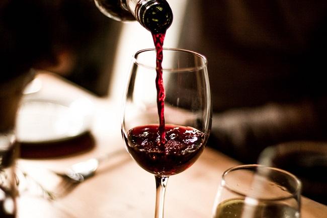 Các bí kíp uống rượu vang đúng cách và không say ít ai biết