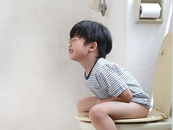 Bé 2 tuổi đi ngoài có nhầy mũi: Nguyên nhân và cách điều trị