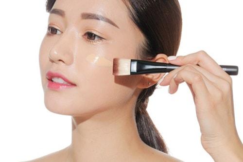 Các bước trang điểm cơ bản cho da dầu nhờn mụn trong mùa hè