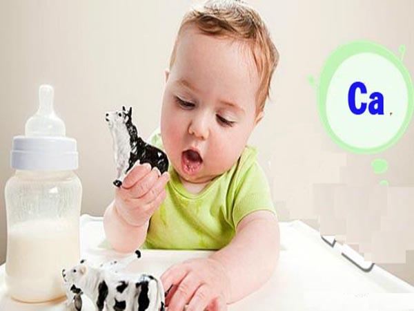 Cách bổ sung canxi cho trẻ sơ sinh để tránh bị còi xương