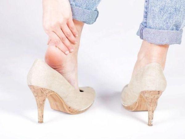 Cách đi giày cao gót không đau chân giúp bạn thêm tự tin