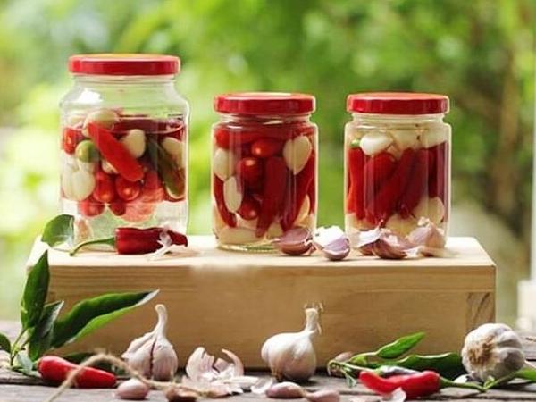 Hướng dẫn cách làm tỏi ngâm chua ngọt thơm ngon tại nhà