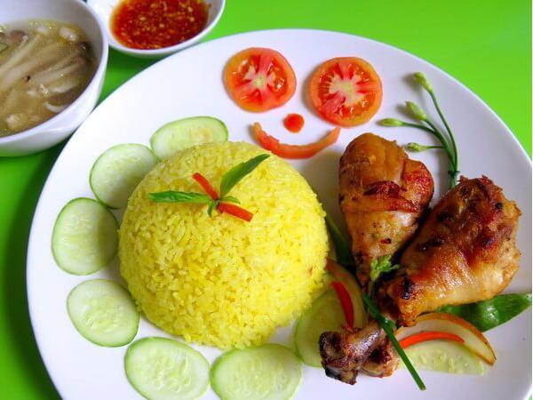 Tìm hiểu cách nấu cơm gà ngon cho bữa cơm sum họp gia đình
