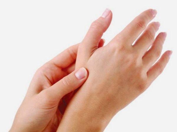 Đêm ngủ hay bị tê tay là bệnh gì và có nguy hiểm không?