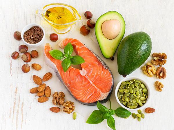 Mẹ ăn gì để con bú tăng cân và khỏe mạnh?