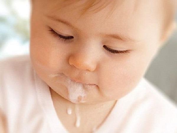 Mẹo dân gian chữa nôn trớ ở trẻ sơ sinh hiệu quả và những điều cần lưu ý