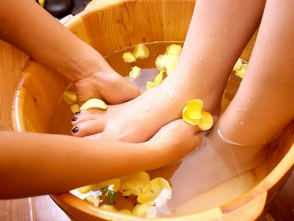 Ngâm chân nước nóng có tác dụng gì, bạn đã biết chưa?