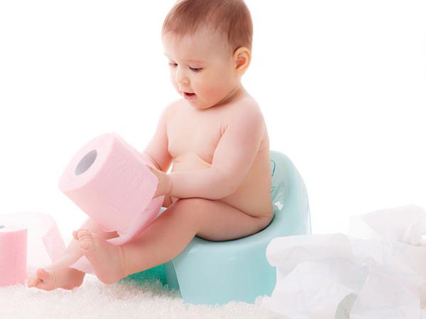 Trẻ sơ sinh đi ngoài ra máu: Nguyên nhân và cách điều trị