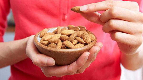 Mẹ ăn hạt hạnh nhân còn tốt cho sự phát triển của thai nhi