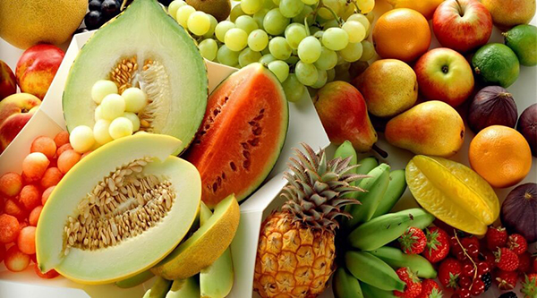 Trẻ 4 tháng mẹ có thể cho trẻ ăn dặm một số loại trái cây