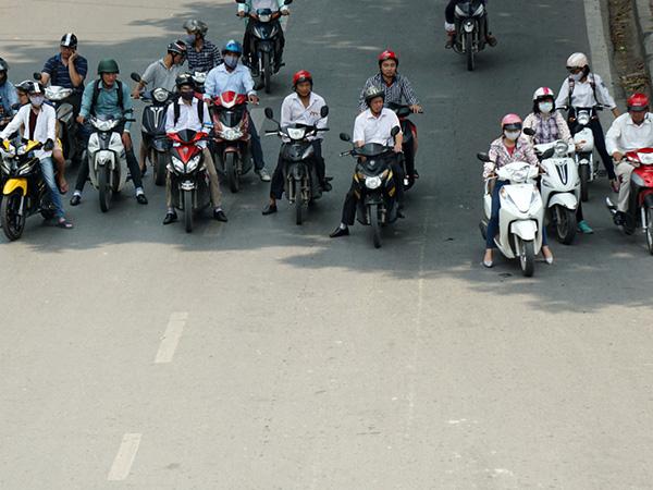 Kỹ năng dừng đèn đỏ an toàn tránh bị tai nạn giao thông