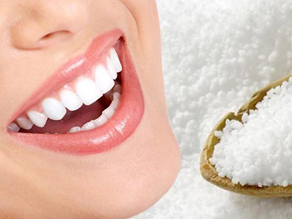 Muối có công dụng hiệu quả trong việc làm trắng răng