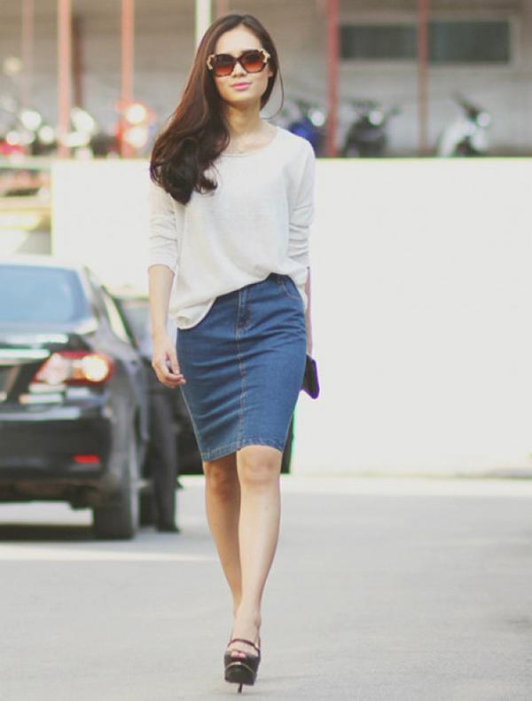 Mặc váy jean ôm trông bạn tự tin, năng động hơn