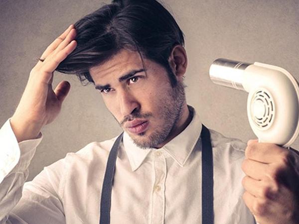 Dùng máy sấy tạo kiểu, giúp tóc vào nếp hiệu quả