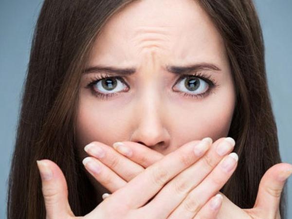 Bị chồng chê vì hơi thở có mùi phải làm sao?