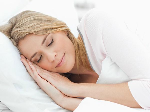 Ngủ 1 bên giúp vòng 3 phát triển