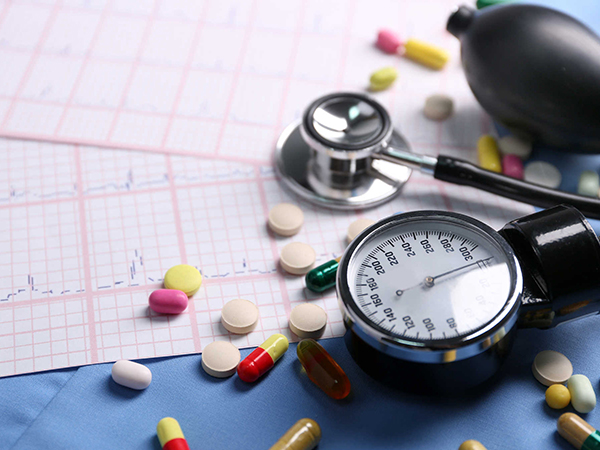 Thuốc huyết áp cho người bệnh cũng cần được chuẩn bị đủ trong dịp Tết